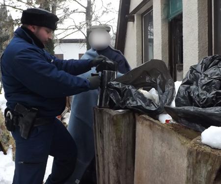 Több napja nem tudott fűteni – Egy kismarosi férfinak segítettek a váci rendőrök