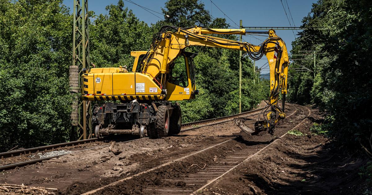 MÁVINFORM: Folyamatosan dolgoznak a vasúti pálya helyreállításán Dömösi átkelésnél