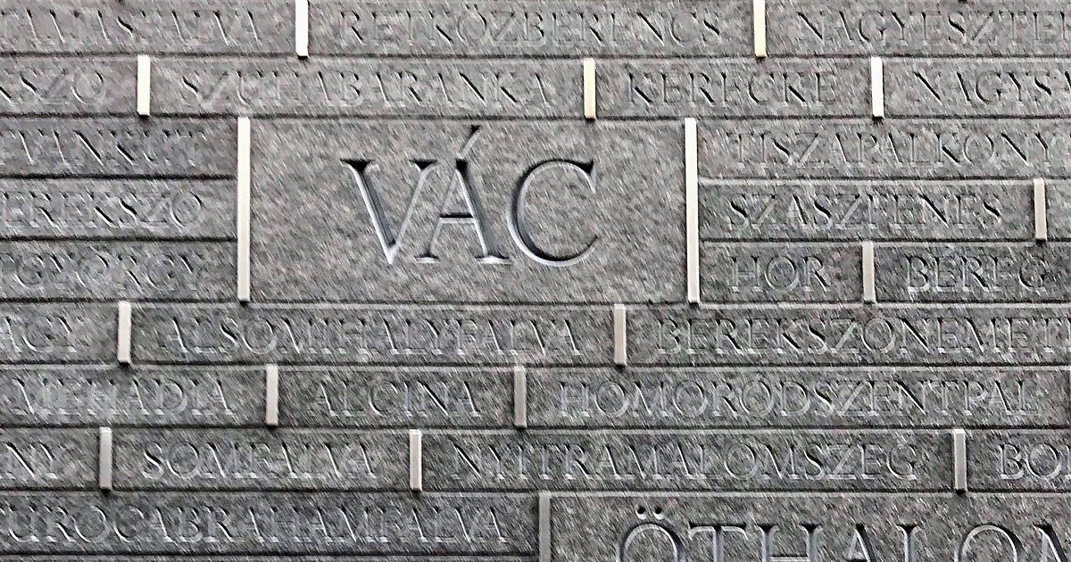 Vác nevét is felrótták az augusztus 20-án felavatott Összetartozás emlékhelyére