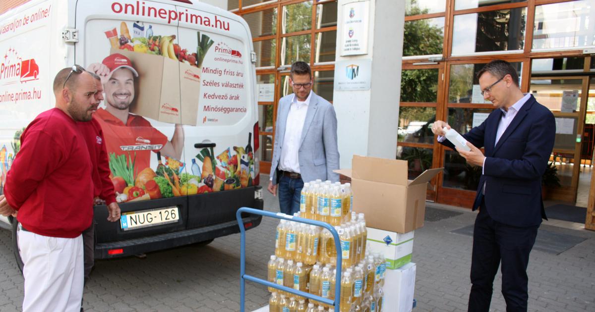 Megérkeztek Vácra is a védőfelszerelések az érettségi vizsgákra