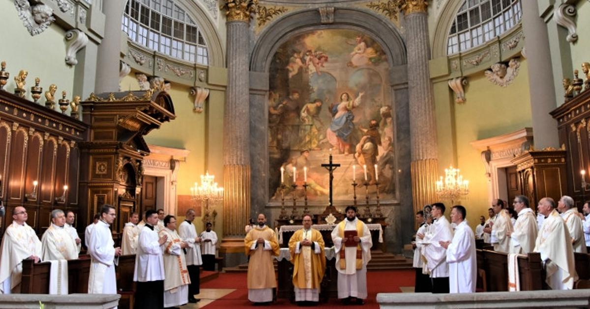 A jó pásztor az imádságból merít erőt – Pap- és diakónusszentelés Vácon
