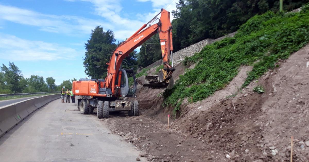 Elkezdték a vasúti támfal helyreállítását a Dömösi átkelésnél