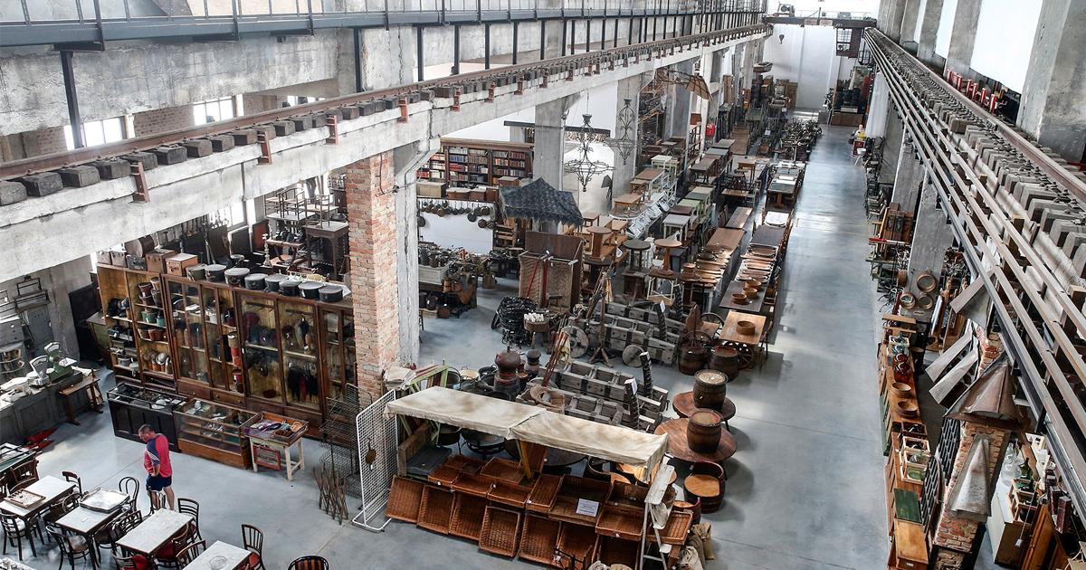 Európa legnagyobb régiségraktárai között említik az egykori vasöntödében gyarapodó gyűjteményt